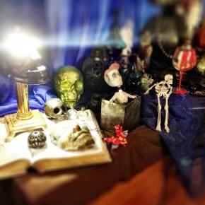 Cheap Halloween decoration ideas: Creepy sideboard display