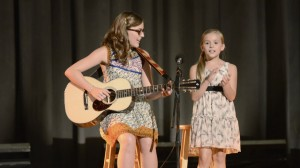 Lennon and Maisy are real-life singing prodigies.